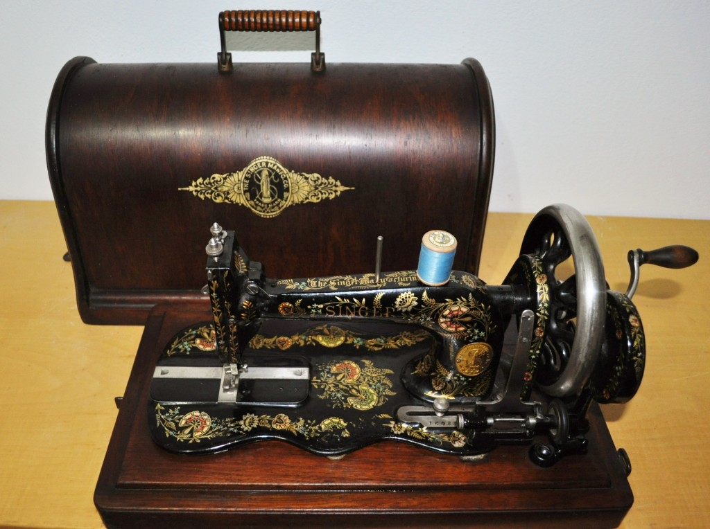 Antica macchina da cucire a manovella singer 12k serie for Victoria macchina da cucire