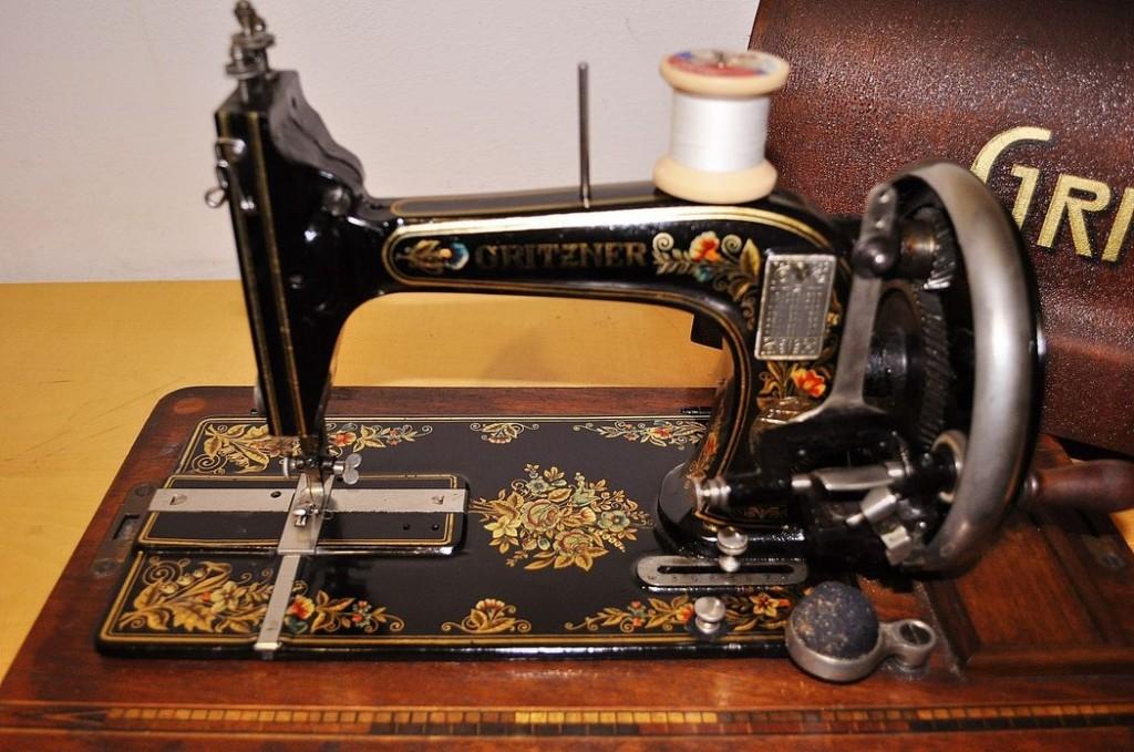 Antica macchina per cucire tedesca gritzner epoca 800 for Ipercoop macchina da cucire