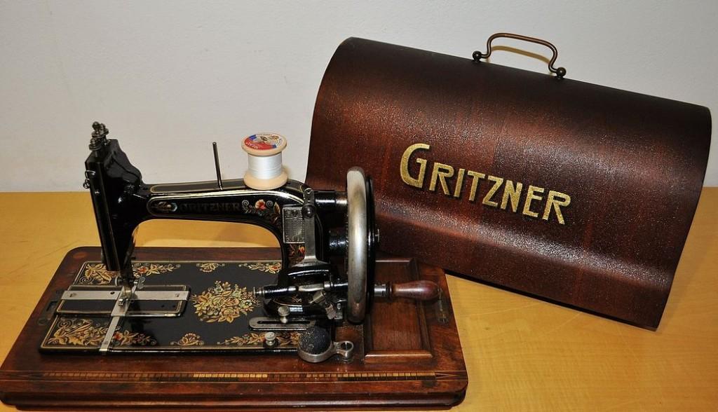 antica macchina per cucire tedesca gritzner epoca 800