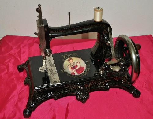 antica macchina cucire, vecchia macchina cucire, singer, jones,