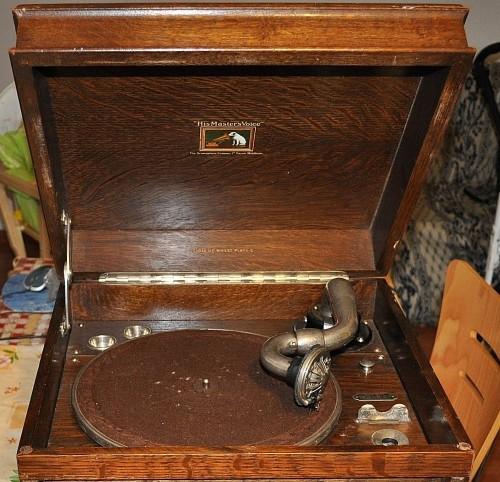 Antiche Radio a valvole, antica radio,vecchia radio,grammofono,radio grammofono,grammofono, voce del padrone