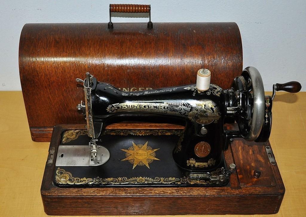 Antica macchina da cucire singer a manovella mod 15k for Victoria macchina da cucire
