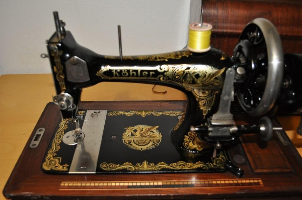 Antica macchina per cucire tedesca kohler primi 900 for Victoria macchina da cucire