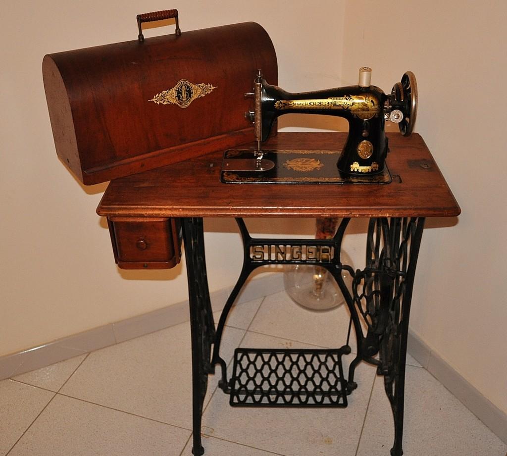 antica macchina da cucire singer a pedali mod 15k del
