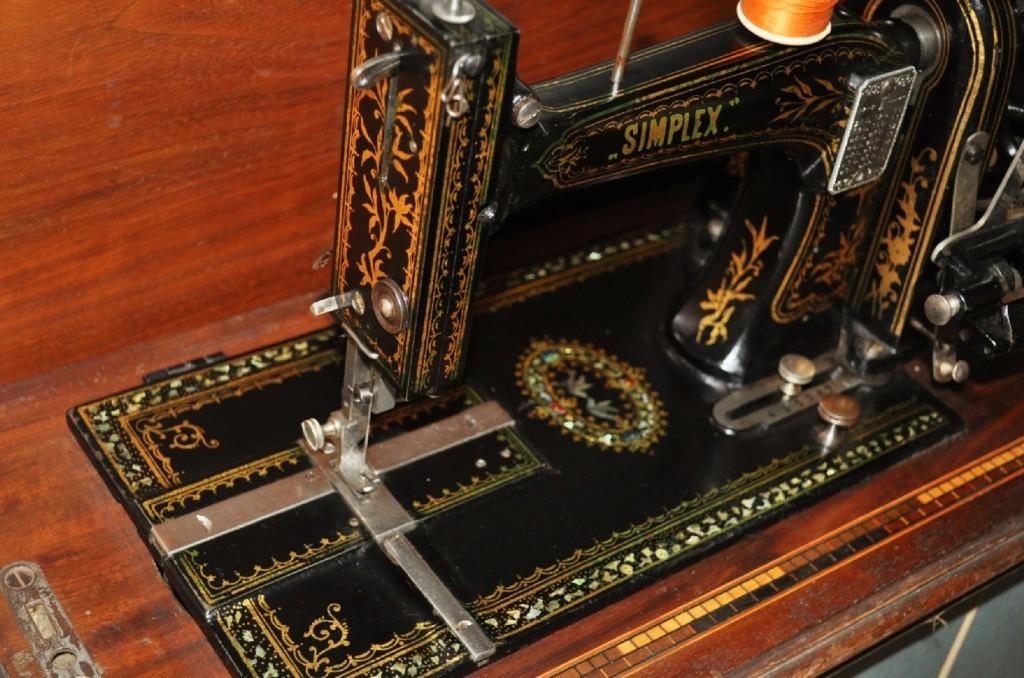 Antica macchina da cucire tedesca opel simplex in for Macchine per cucire portatili