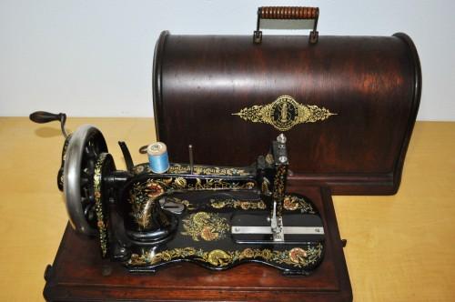 Antica macchina da cucire Singer , vecchia macchina da cucire, singer, jones,grizner, regina margherita
